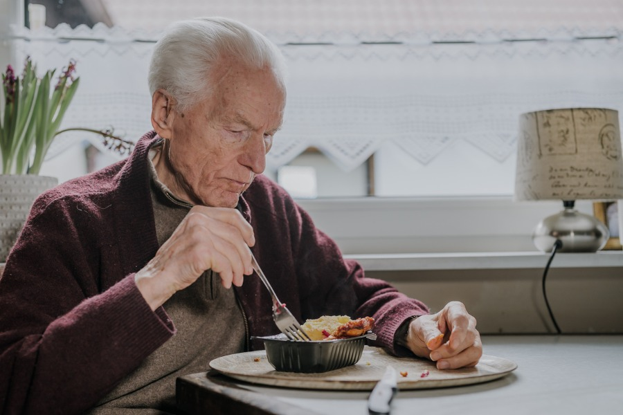 man-alone-with-dementia