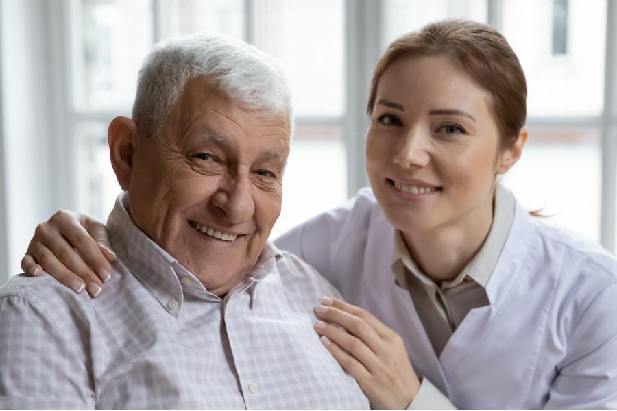 senior_with_homecare_nurse